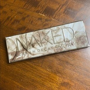 Urban decay naked smoky pallet authentic